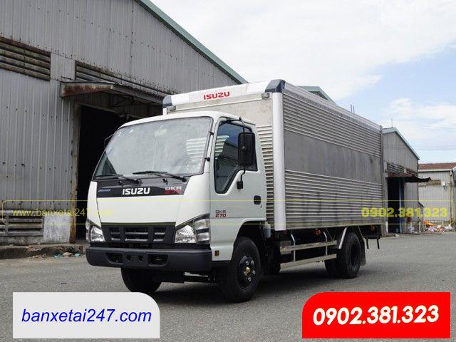 Xe tải Isuzu 1.9 tấn cao cấp có sẵn tại Bán xe tải 247.com. Hỗ trợ mua xe trả góp 80% lãi suất cực kì ưu đãi. Đại lý Isuzu 3S chính hãng toàn quốc. Tư vấn nhiệt tình. Liên hệ: 0902.381.323 Gặp Hóa.